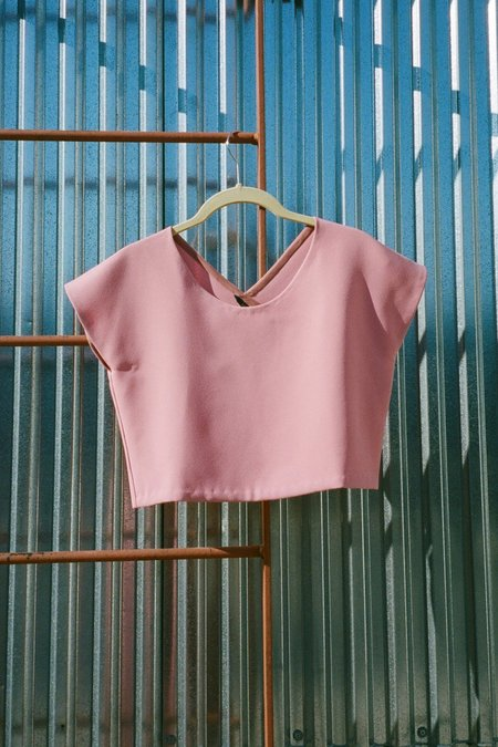 KAAREM Adlay Back V Cropped Top - Sunset Pink