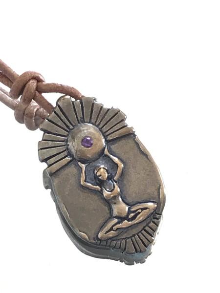 Catherine Michiels Large Surya Charm - bronze/sapphire
