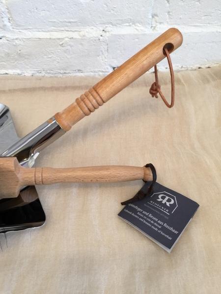 Burstenhaus Redecker Dust Pan and Brush Set - Horse Hair/Stainless Steel/Beechwood