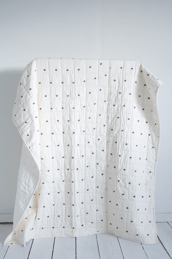 Karu Jamdani Weave Quilt - dot