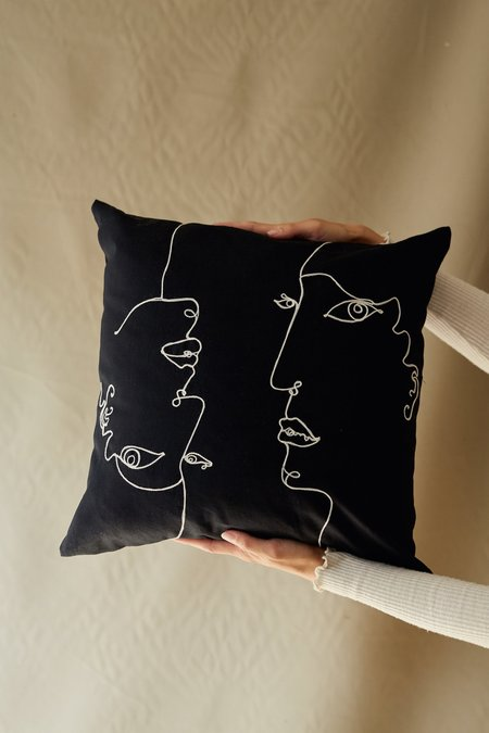 SELVA / NEGRA faces pillowcase - negra