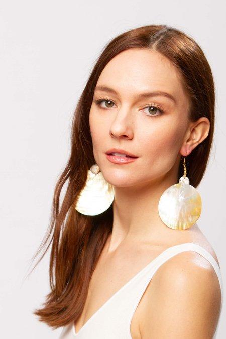 Alajas Buwan earrings - pearl