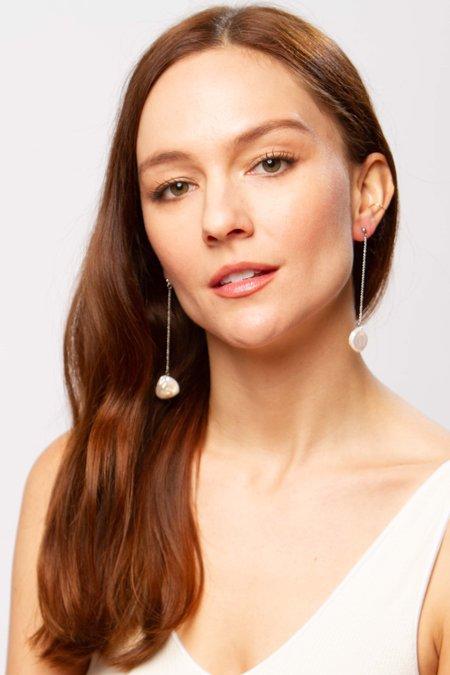 Alajas Linya pearl earrings - white