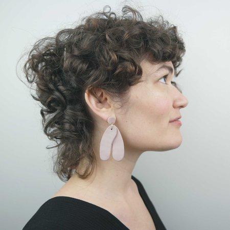 Soft Corner Form Earrings - Mauve