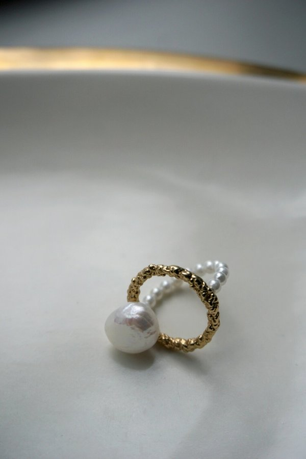 MIRIT WEINSTOCK PEARL ARC RING - 24K Gold