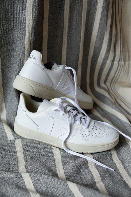 Veja V10 Leather Sneaker - Extra White