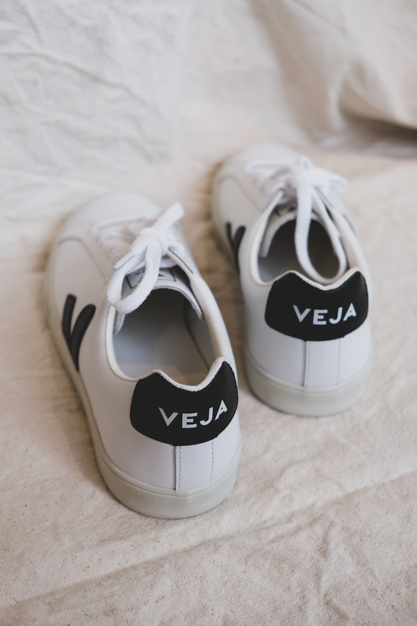 Veja Esplar Low Logo Leather Sneaker - White/Black