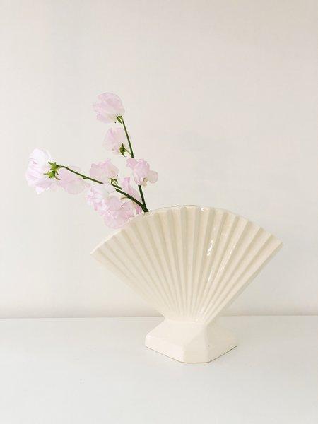 Ri-Ri-Ku Vintage 80s Fan Vase