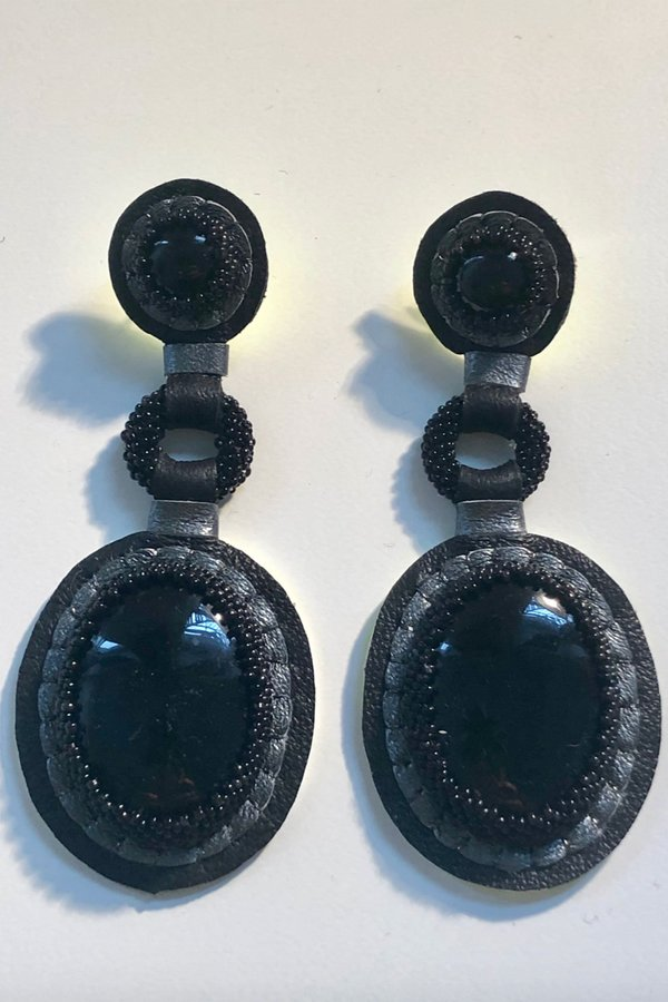 Robin Mollicone Handbeaded Black Double Stone Earrings - onyx