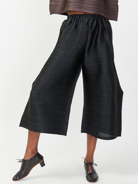 Issey Miyake Tucked Bounce Pant - Black