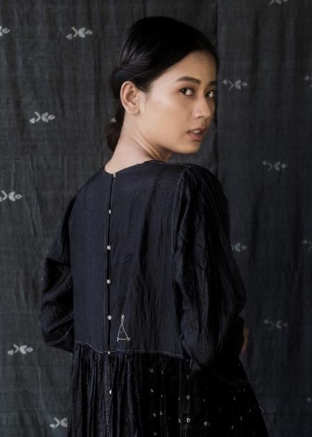 Injiri Core Silk Dress - Black