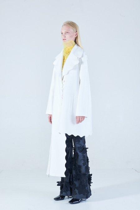 NIKA TANG Anu Scallop Coat - White