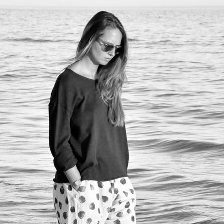 Le Vestiare de Jeanne Cotton Sweater - Black