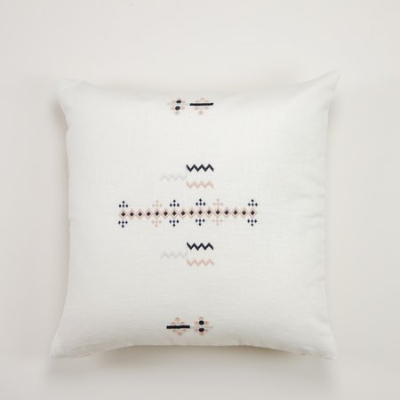 Aid to Artisans Saclum Pillow - Pale pink/Pearl/Black