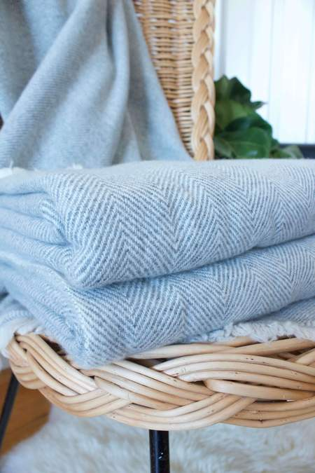 Living Threads Ghorka cashmere throw - Soft Grey