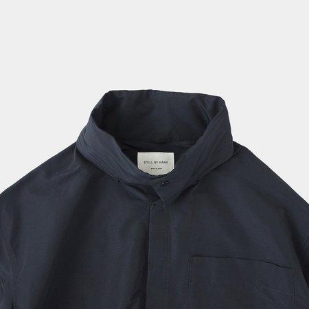 Still By Hand Blouson Stand Collar Anorak- Navy