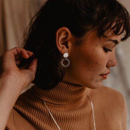 Knuckle Kiss Halo Earrings - Brass