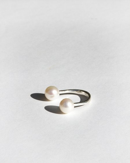 Saskia Diez Pearl Sling Ring - Sterling Silver