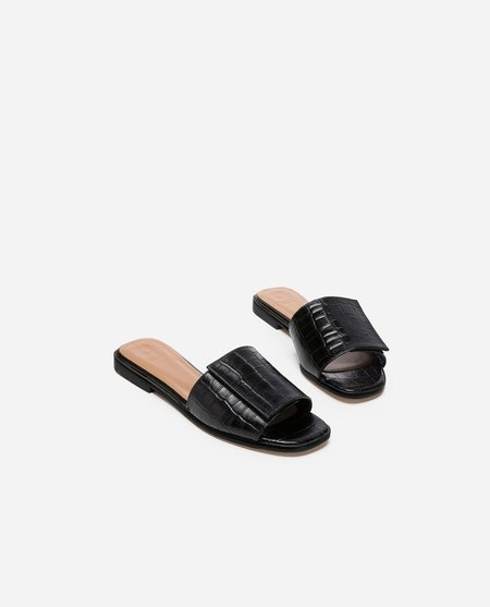 CLEMENTINE'S Flattered Yola Leather Sandal