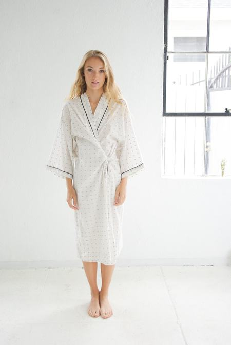 domi organic cotton robe in koi dot