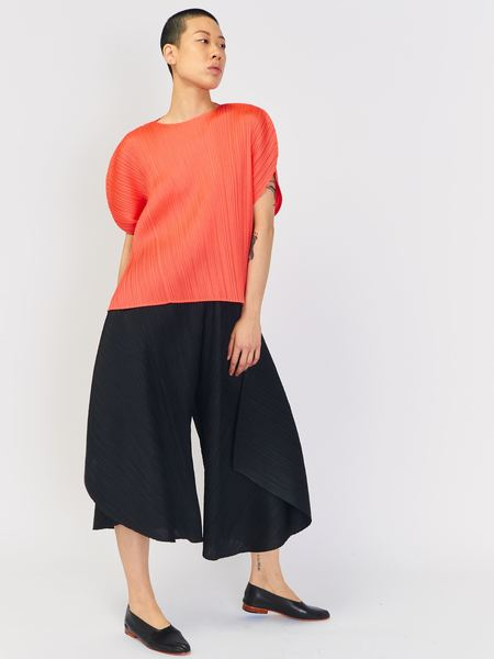 Issey Miyake Curved Top - Bright Red