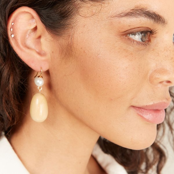 Sophie Monet Pearl Egg Earring - Maple Wood/Gold Plated