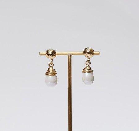 Luiny Blanca Earrings - Brass/Pearl