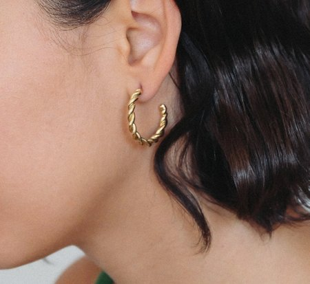 Luiny Medium Interlaced Hoop Earrings - Brass