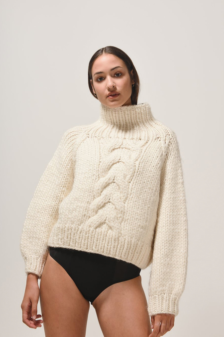 MR. MITTENS CROPPED CABLE WOOL TURTLENECK - LIGHT PINK