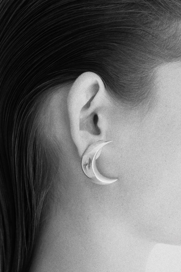 SOPHIE BUHAI MOON SINGLE EARRINGS  - SILVER