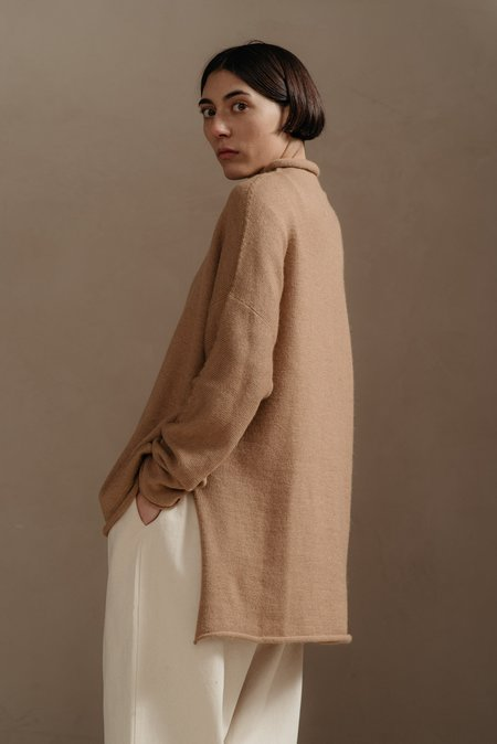 Lauren Manoogian OVERSIZE ROLLNECK SWEATER -  CAMEL