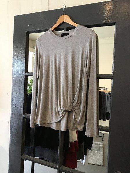 Mmē Coa twist bottom blouse - Grey