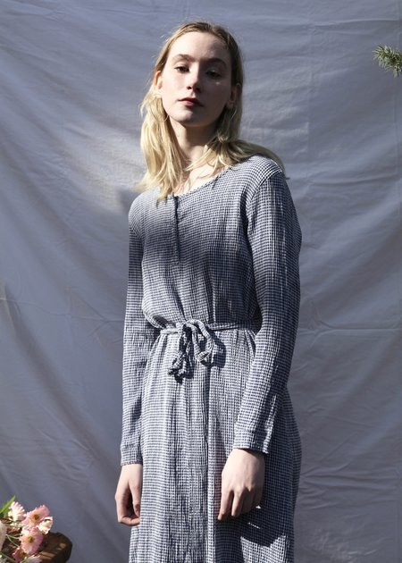 cut-loose Belted Crinkle Check Dress - navy / white