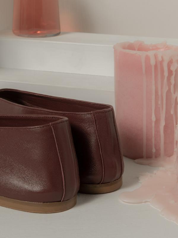blush. Vino Glove Flat - Burgundy