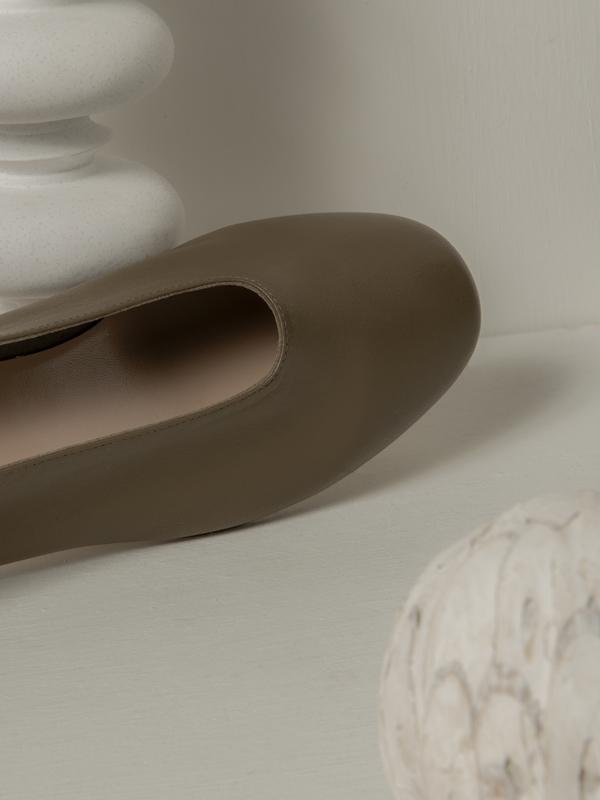 blush. Oliva Glove Flat