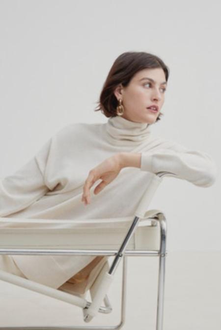 Kowtow Gallery sweater - sand marle