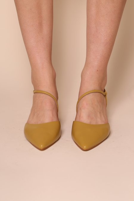 """INTENTIONALLY __________."" VIV heel - Mustard"