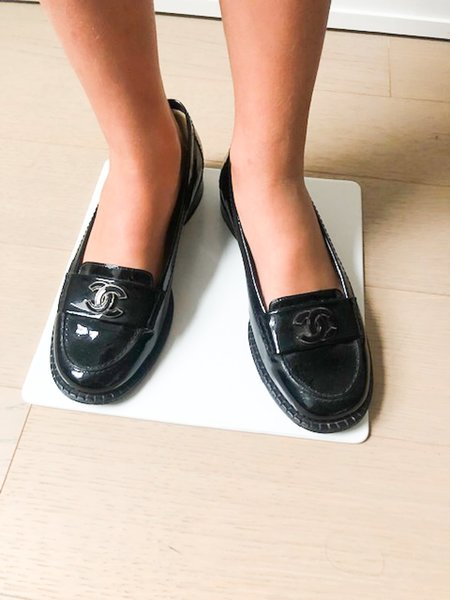 Pre-loved Chanel Signature Loafers - Black
