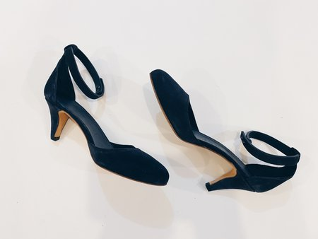 [pre-loved] Common Projects Suede Pump - navy