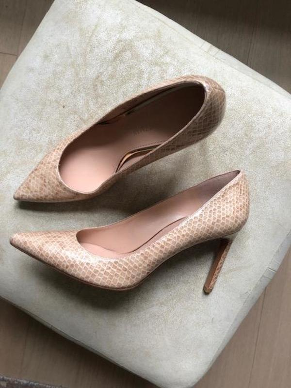 [pre-loved] Stuart Weitzman Embossed Leather Pointed Toe Pumps - beige
