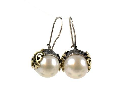 Bora Pearl Filigree Earring - Brass