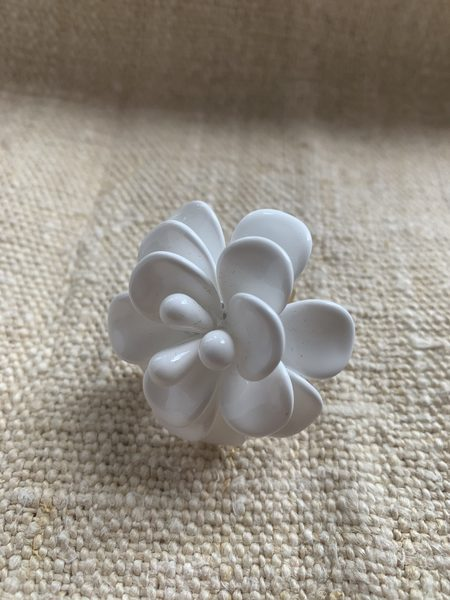 STYLE CAMP Flower Cocktail Ring - White