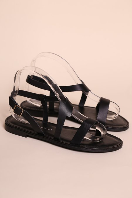 """INTENTIONALLY __________."" ANAPHORA Sandal - Black"