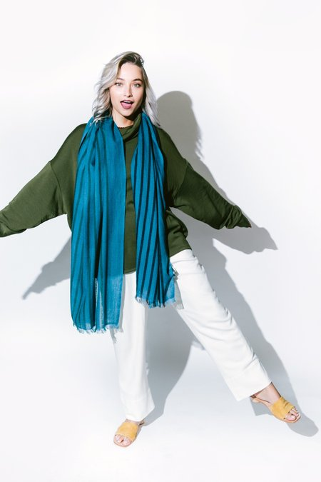 Variously peacock scarf - blue stripe
