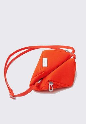 cote&ciel Medium Tara Bag - red