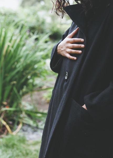 Ursa Minor - Howe Coat in Black
