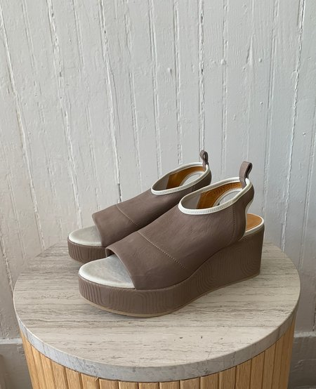 Coclico Laurel Wedge in Stretch Leather - Grey Mist