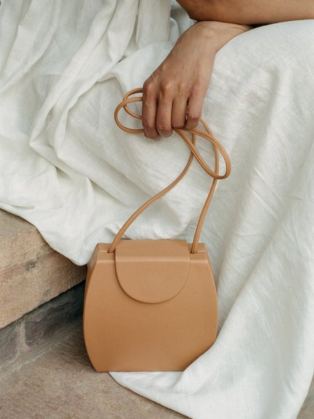 LOQ Tia in Miel Handbag