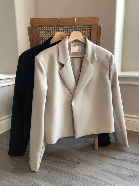 Sllow Hidden Button Blazer