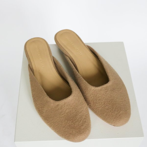 [pre-loved] Mari Giudicelli Fleece Mule - Taupe